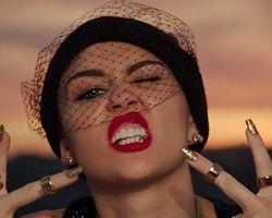 Miley Cyrus'tan Olay Klip: 'We Can't Stop'