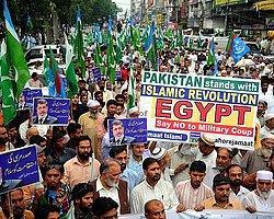 Pakistan'da Mısır'daki Darbe Karşıtlarına Destek Gösterisi
