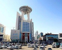 MHP Genel Merkezi'ne Arabayla Girmek İstedi