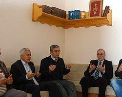 CHP'li Heyetten Gülen'in Kardeşi İçin Taziye Ziyareti