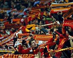 Galatasaraylı Taraftarlardan 17 Aralık Göndermesi