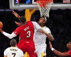 Miami, Lakers'ı deplasmanda devirdi