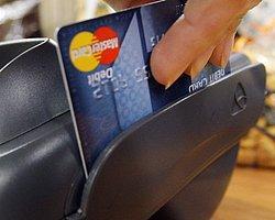 Bankalar teknoloji mağazalarına şube açma yarışına girdi...