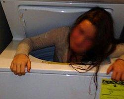 Çamaşır Makinesine Sıkıştı...