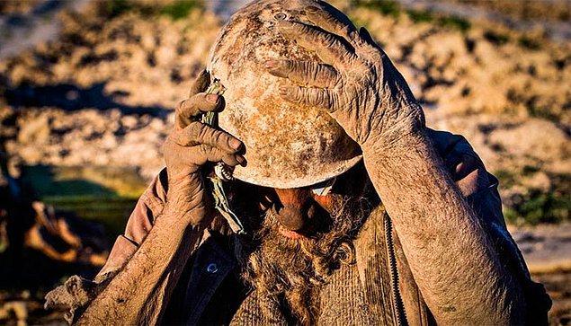Vücudunu kir tabakası kaplayan Hadji, 65 yıldır tıraş da olmuyor.