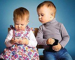 Ağlayan Çocuğa Susması İçin Cep Telefonu Vermeyin