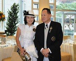 Lezbiyen Kızını Evlenmeye İkna Eden Erkeğe 133 Milyon Dolar Ödül