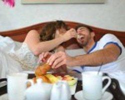 Yatakta Romantik Bir Kahvaltı