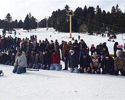 Uludağ'da Önce Namaz Kılındı Sonra Kayak Yapıldı