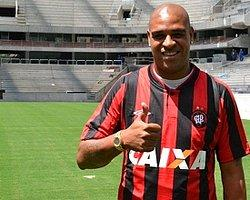 Adriano Futbola Geri Döndü