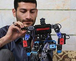 İran'da Namaz Kılan Robot İcat Edildi