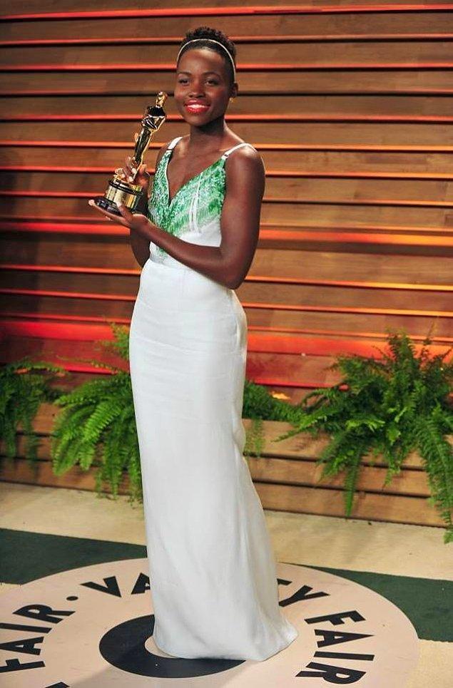 Lupita Nyong'o-Miu Miu elbise