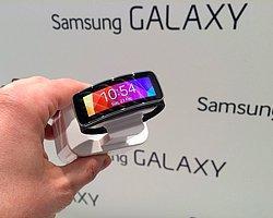 Samsung Gear Fit'e En İyi Mobil Cihaz Ödülü...