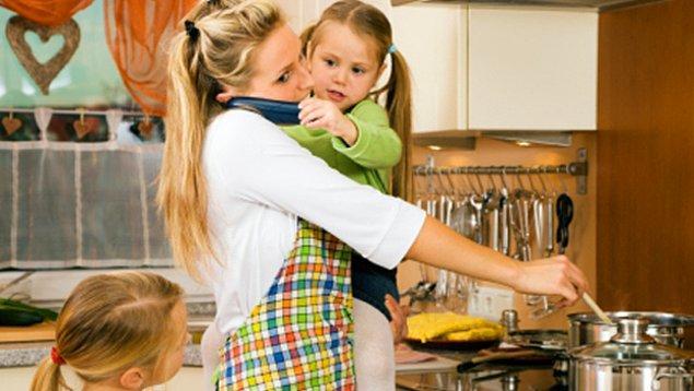 6. Bütün ev işlerini de tek başına sırtlanmak demektir