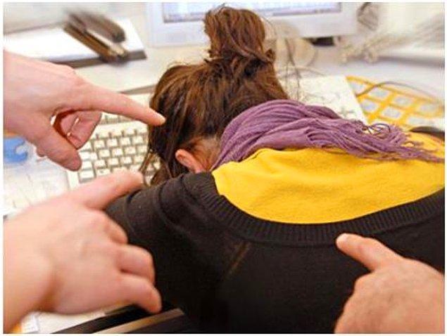 16. İş ile ilgili çıkan her sorunun kadın olmasına bağlanmasına alışmak zorunda kalmaktır