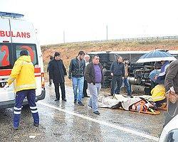 Kırşehir'de Yolcu Otobüsü Devrildi, 32 Yaralı Var