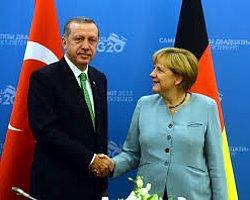 Erdoğan ile Merkel Ukrayna'yı Görüştü