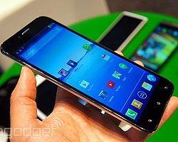 6.4 İnç'lik Dev Telefon, Bir İlki Sunuyor!
