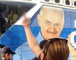 """Umut Oran: AKP otobüsündeki kadının """"çirkin hareketi"""" yapmasının gerekçesi de mi CHP?"""