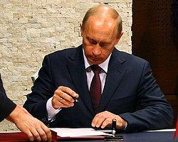 Putin 'Bağımsız Kırım'a İmza Attı