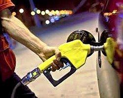 AKP döneminde benzin yüzde 210 pahalandı. Bu dönemde dolardaki yüzde 35'lik artıştan arındırıldığında benzin fiyatındaki net artış yüzde 129'a geliyor.