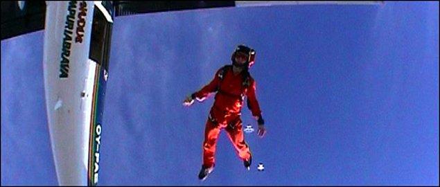 Skydiving yaparken paraşütü açılmadığı için nerdeyse ölüyordu son anda kurtarıldı.
