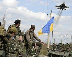 Ukrayna'da Askeri Uçak Vuruldu
