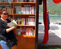 """Türkiye'nin İlk """"Plaj Kütüphanesi"""" Fethiye'de Açıldı"""