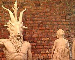Harvard'da Şeytan Ayinine Neden İzin Verildi?
