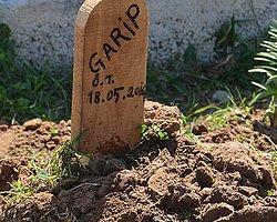Mezar Tahtasına 'Garip' Yazıldı