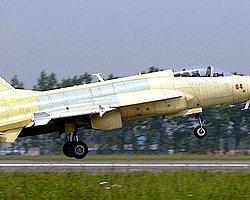 Çin Savaş Uçaklarını Otoyolda Denedi