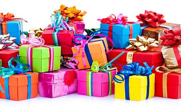10. Sevgi dolu hayranların yolladığı hediyelerin altında kalarak boğulup ölmek