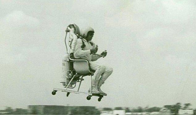 3. Sandalyeye bağlanmış 47 roket ile kendisini uzaya fırlatmaya çalışırken ölmek