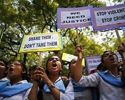 Hindistan'da İki Kız Çocuğu Toplu Tecavüze Uğradı ve Asıldı...
