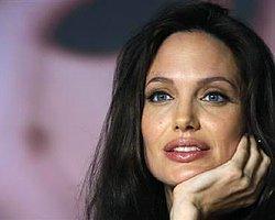 Angelina Jolie Emekliye mi Ayrılıyor?
