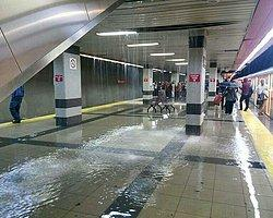 Ankaralılar Metroda Şemsiye Açtı!
