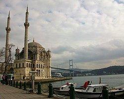 Tarihi Camiye de Kaçak Kat Çıkmışlar...