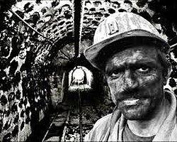CHP'li Umut Oran, Soma faciası sonrasında hükümetin TBMM'ye getirdiği torba yasa tasarısıyla madencilere yönelik kısmı iyileştirme dışında ülkeyi taşeron cehennemine çevirecek çok olumsuz düzenlemeler de öngörüldüğü uyarısında bulundu.