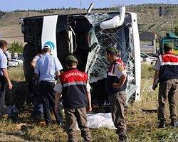 Yolcu Otobüsü Kamyonetle Çarpıştı: 2 Ölü