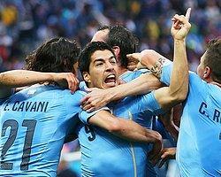 Uruguay, Suarez'in Attığı Gollerle İngiltere'yi 2-1 Mağlup Etti