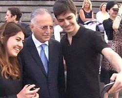 Ekmeleddin İhsanoğlu, Her Fotoğrafa 5 Oy İstedi