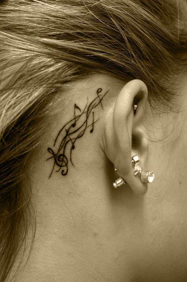 12. Bu dövmeler sayesinde en sevdiğiniz melodi kulağınızda çalınacak.