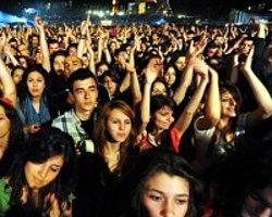 Türk Gençleri ''Mutlu Ve İyimser''