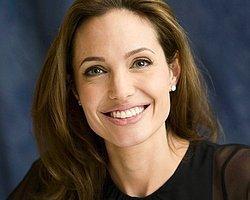 Angelina Jolie Artık Perde Arkasında