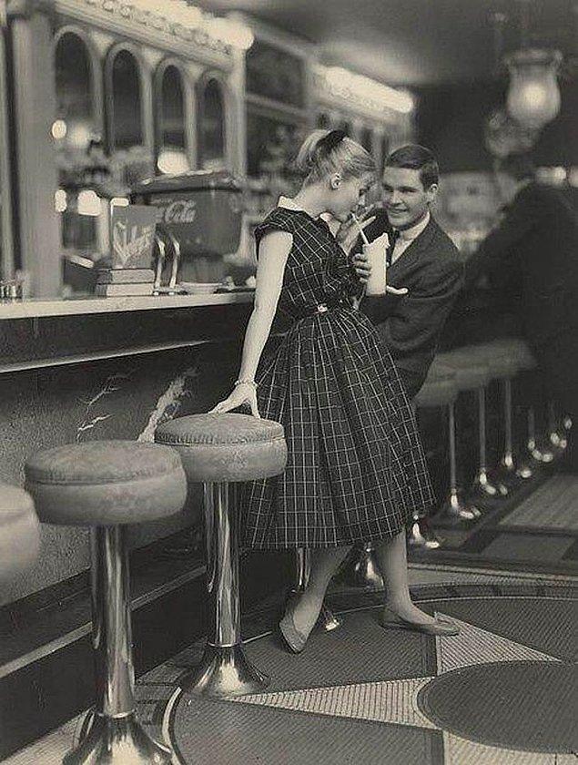 37. 1950'lerde nasıl randevulaşıldığını gösteren bir kare
