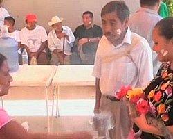 Belediye Başkanı Timsah Yavrusuyla Evlendi