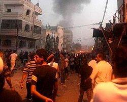 İsrail'in Füzesi Cami Vurdu: 15 Ölü