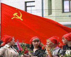 Ukrayna'da Komünistleri Parlamentodan Attılar