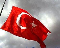 İncirlik'te Bayrak Krizi