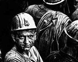 Enerji ve Tabii Kaynaklar Bakanı Taner Yıldız, Soma'da 13 Mayıs'ta yaşanan faciada 301 madenci yaşamını yitirirken ortaya çıkan paslı, tahta burun tıkaçlı ilkem maskelerde sorumluluğun Çalışma ve Sosyal Güvenlik Bakanlığı'nda olduğunu bildirdi.